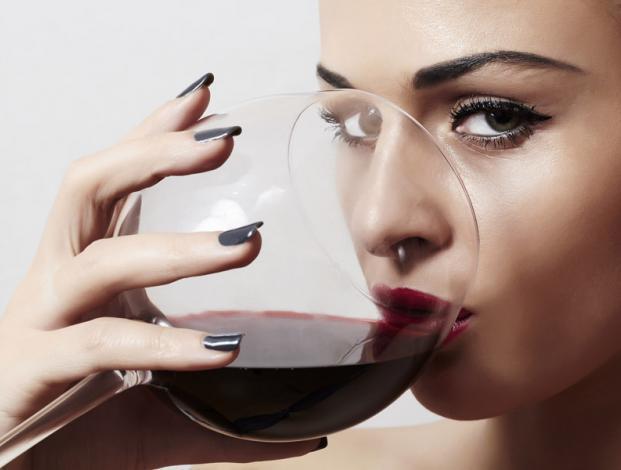 ¿Qué efectos positivos y negativos tiene el vino en nustro organismo y en nuestra salud bucodental?