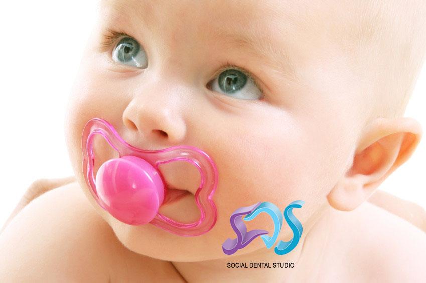 El chupete no produce malformaciones dentales si se abandona antes de los tres años.