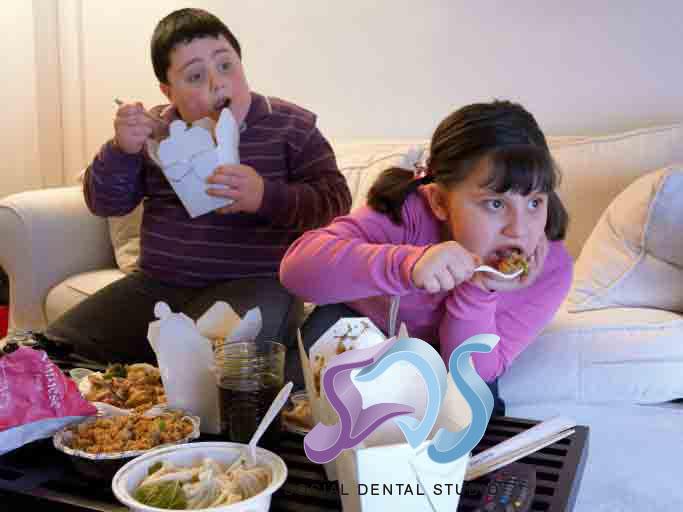 El tener sobrepeso influye en tu salud oral