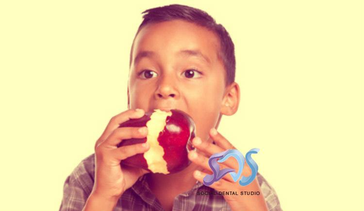 Leche, queso y manzana, los alimentos perfectos para los dientes de los niños
